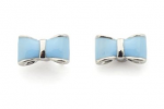 "Boucles d'oreilles ""preppy"" noeud bleu, Victoria and Albert Museum, £6.50"