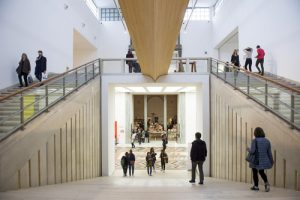 "MILAN, ITALY-APRIL 17, 2015: visitors inside the architecture, design and arts museum La Triennale, in Milan - Paolo Bona / <a href=""https://www.shutterstock.com/fr/image-photo/milan-italyapril-17-2015-visitors-inside-272208695?src=G8B9lXyvTo5sTpeX4MEweQ-1-3"">Shutterstock</a>"